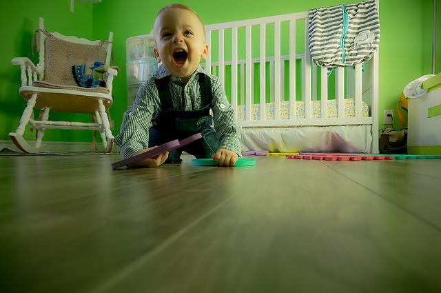 dieťa v izbe.jpg