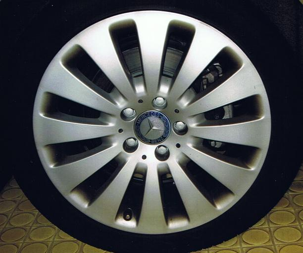 Koleso na aute, alu disk Mercedes.jpg