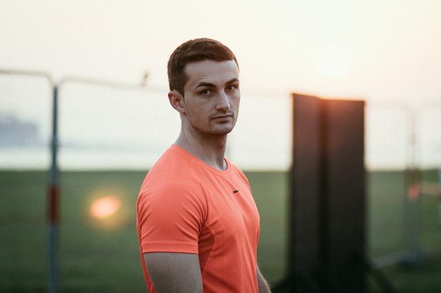 Muž v oranžovom tričku, model.jpg