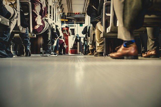 pohľad z podlahy autobusu.jpg