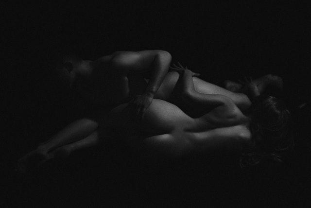 nahí muž a žena